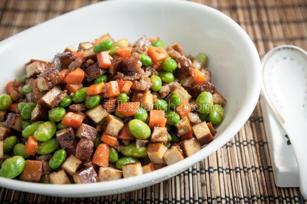 豆干丁炒毛豆的做法