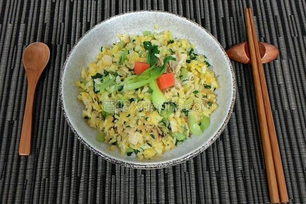 土魠鱼黄金炒饭的做法