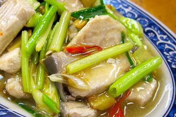 芹菜蒜味炒鲨鱼肉的做法