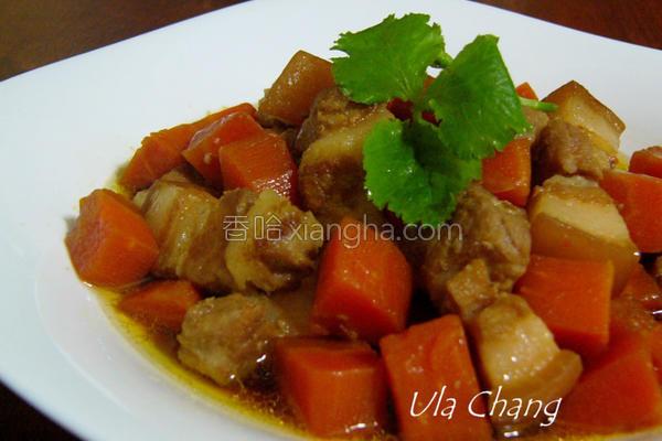 五花肉焖红萝卜的做法