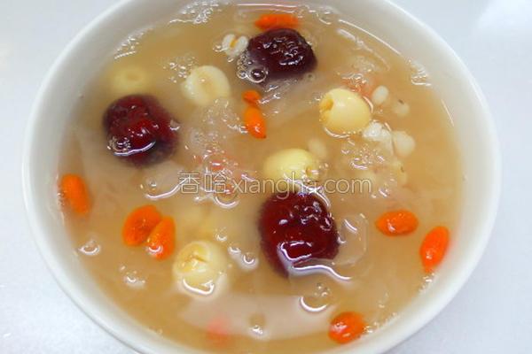 白木耳莲子红枣汤的做法