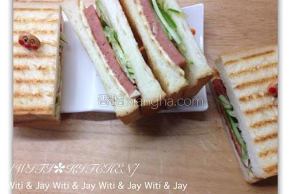 素火腿三明治的做法