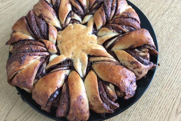 榛果花环面包的做法