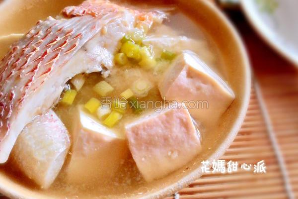 味噌鲜鱼汤的做法