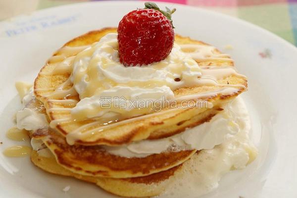 草莓厚松饼的做法