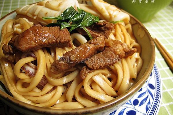 京酱烧肉拌面的做法