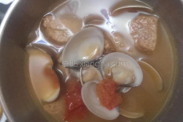 炖蛤蛎猪肉汤的做法