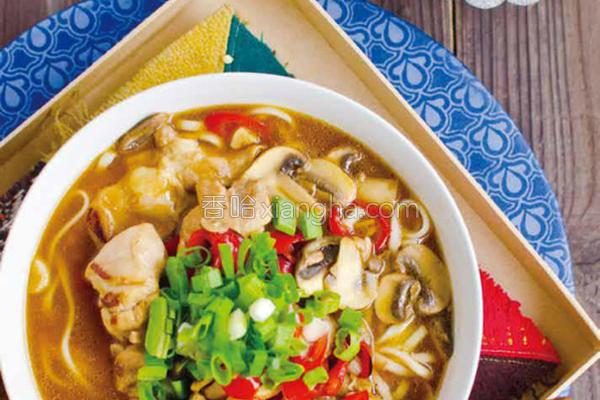 杂煮酸辣鸡汤面的做法