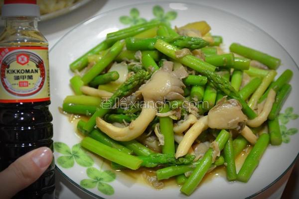 绿芦笋炒双菇的做法