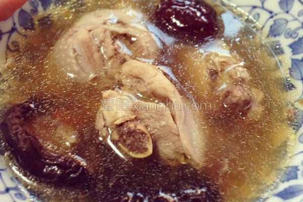 红枣枸杞香菇鸡汤的做法