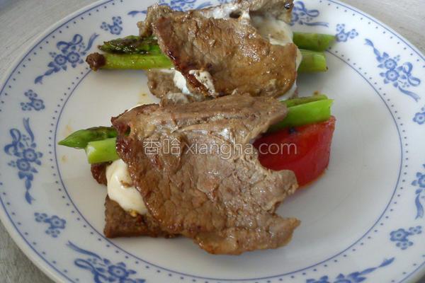 牛小排起司芦笋卷的做法