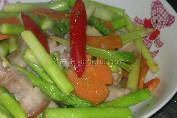 五花肉丝拌炒芦笋的做法