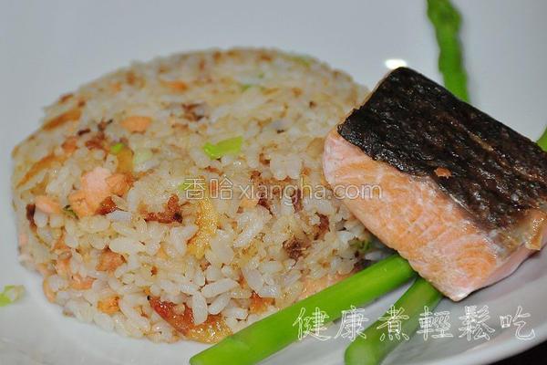 樱花虾鲑鱼炒饭的做法
