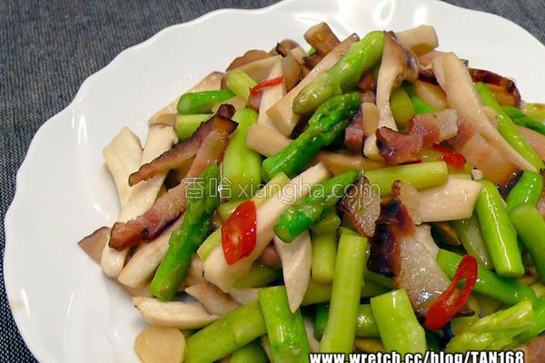 蒜辣芦笋炒菇条的做法