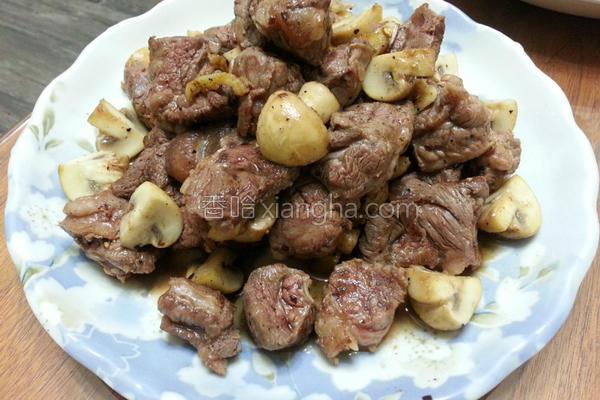 奶油洋菇炒牛腩的做法