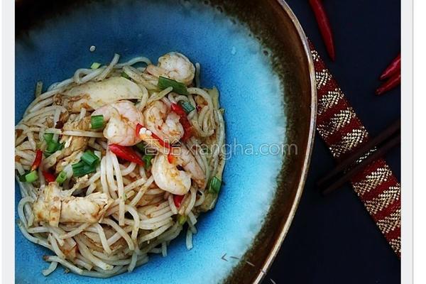 红咖喱鸡丝炒米线的做法