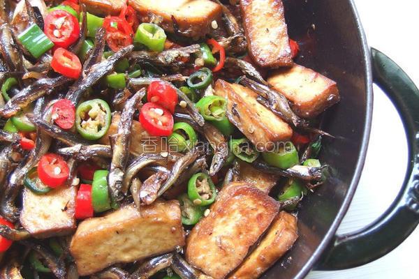 小鱼干辣炒豆干的做法