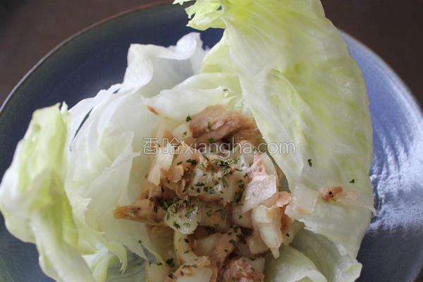 洋葱鲔鱼生菜花的做法