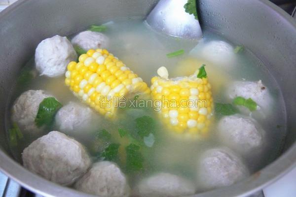 水果玉米贡丸汤的做法
