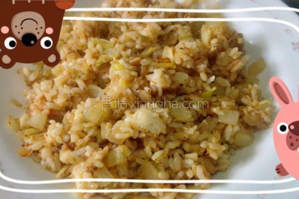 黄金泡菜鲔鱼炒饭的做法