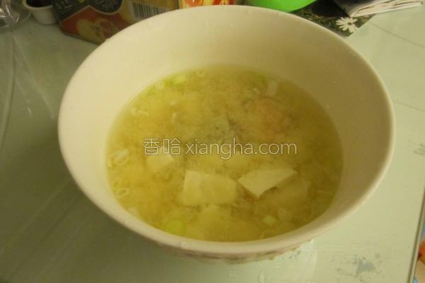 鲑鱼味噌汤的做法