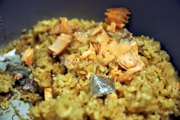鲑鱼香饭的做法