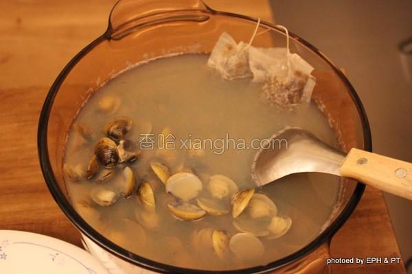 牛蒡黄金蚬汤的做法
