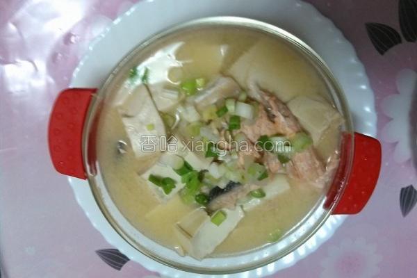 豆腐鲑鱼汤的做法