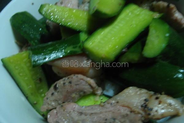 咸猪肉炒小黄瓜的做法