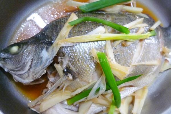 葱姜清蒸银鲈的做法