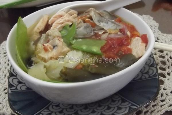 剥皮辣椒鲑鱼汤的做法