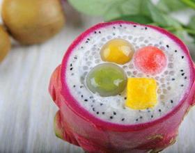 椰汁西米汤圆火龙果盅