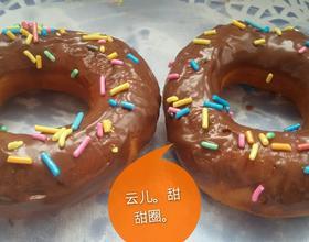 巧克力彩针甜甜圈。