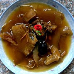 鱼翅花胶汤