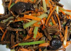 芹菜炒茶树菇