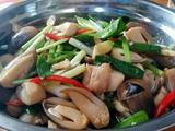 爆炒草菇三层肉的做法[图]