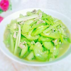 芹菜瘦肉炒丝瓜的做法[图]