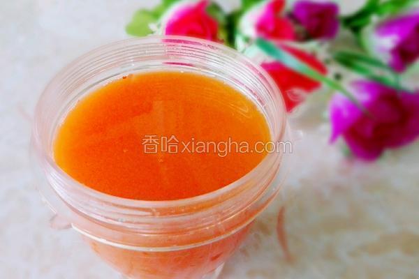 榨胡萝卜蜂蜜汁
