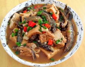 泥鳅焖豆腐