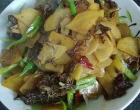 扫帚蘑炒土豆片