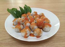 番茄酱蘸鱼丸