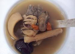 蚝豉墨鱼猪骨汤
