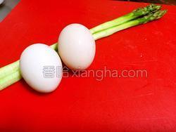 芦笋鸡蛋卷的做法图解1