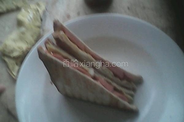 鸡蛋香肠三明治