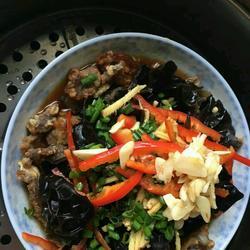 木耳酥肉蒸碗。