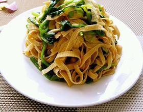 菠菜炒千张