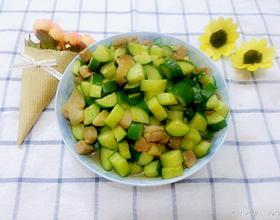黄瓜炒肉粒