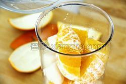 鲜榨蜜梨香橙汁的做法图解6
