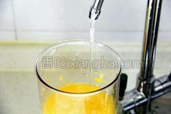 鲜榨蜜梨香橙汁的做法图解9