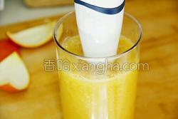 鲜榨蜜梨香橙汁的做法图解12